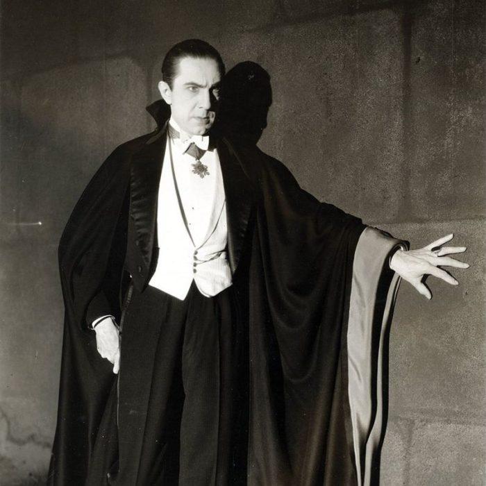 Bela_Lugosi_as_Dracula,_anonymous_photograph_from_1931,_Universal_Studios